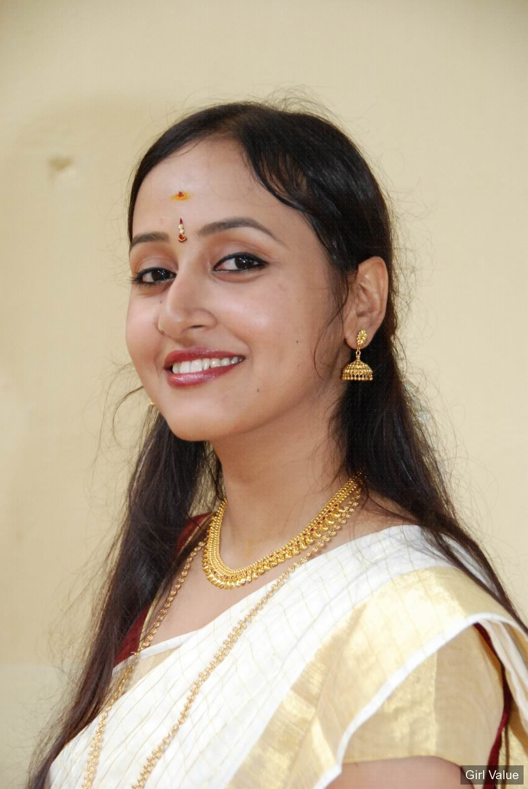 Indian Mallu Girl In Golden Saree