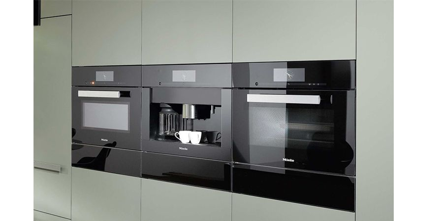 Obsidian black built in appliance product range by miele for Miele kitchen designs
