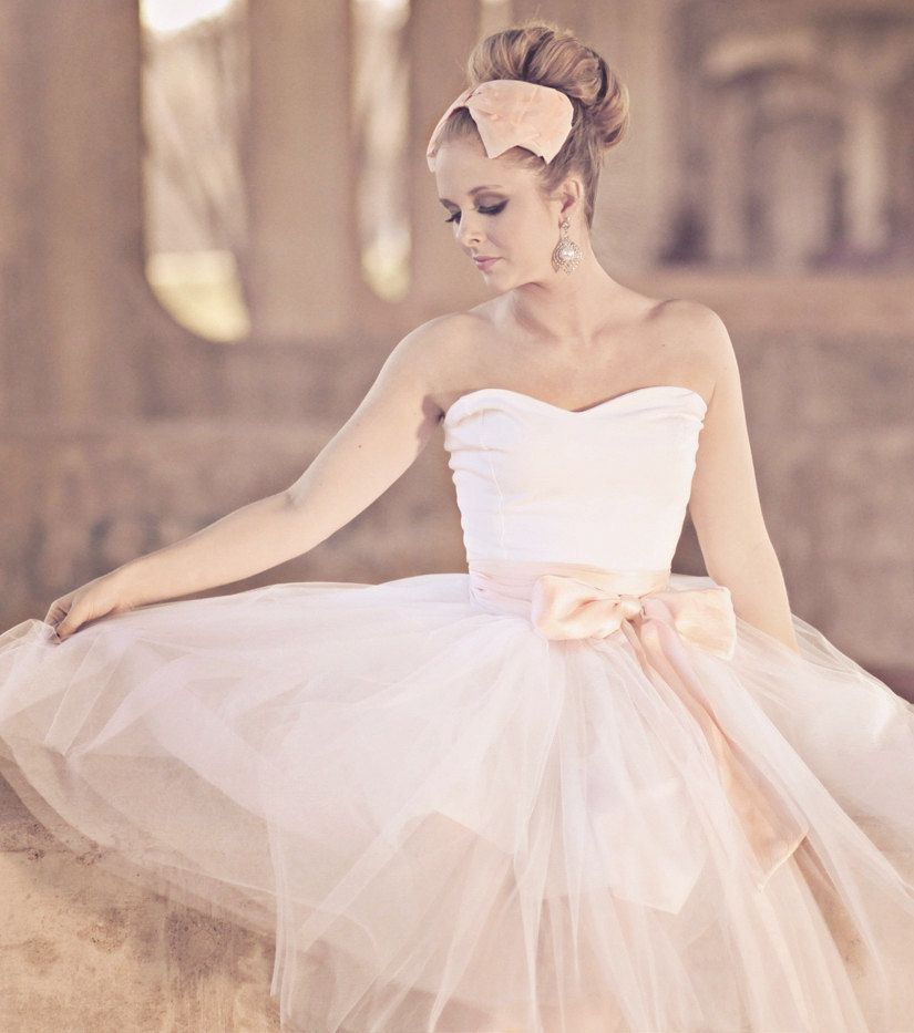 Glam Up Your Bridal Look With Gloves   Ballerina bride