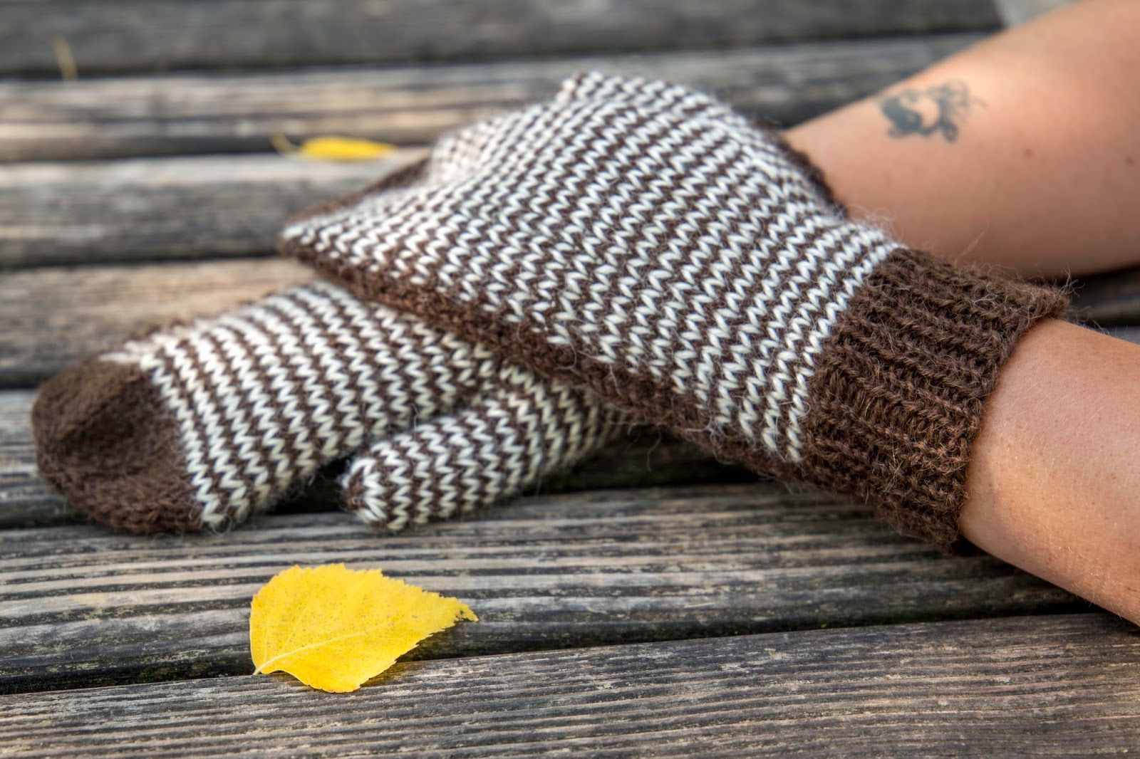 A collection of free knitting patterns most of which are perfect a collection of free knitting patterns most of which are perfect for stash yarns striped mittenswrist warmersknitting bankloansurffo Image collections