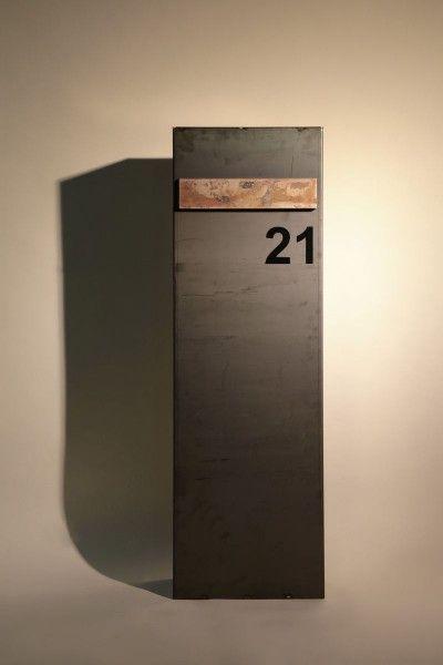 freistehender briefkasten aus 3mm corten stahl briefkasten hausnummern und einfahrt. Black Bedroom Furniture Sets. Home Design Ideas