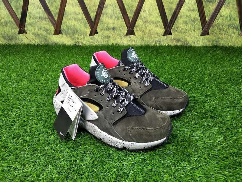 big sale 556ab 1a715 Men Nike Air Huarache Run Premium Black Desert Moss Solar Red 704830-010
