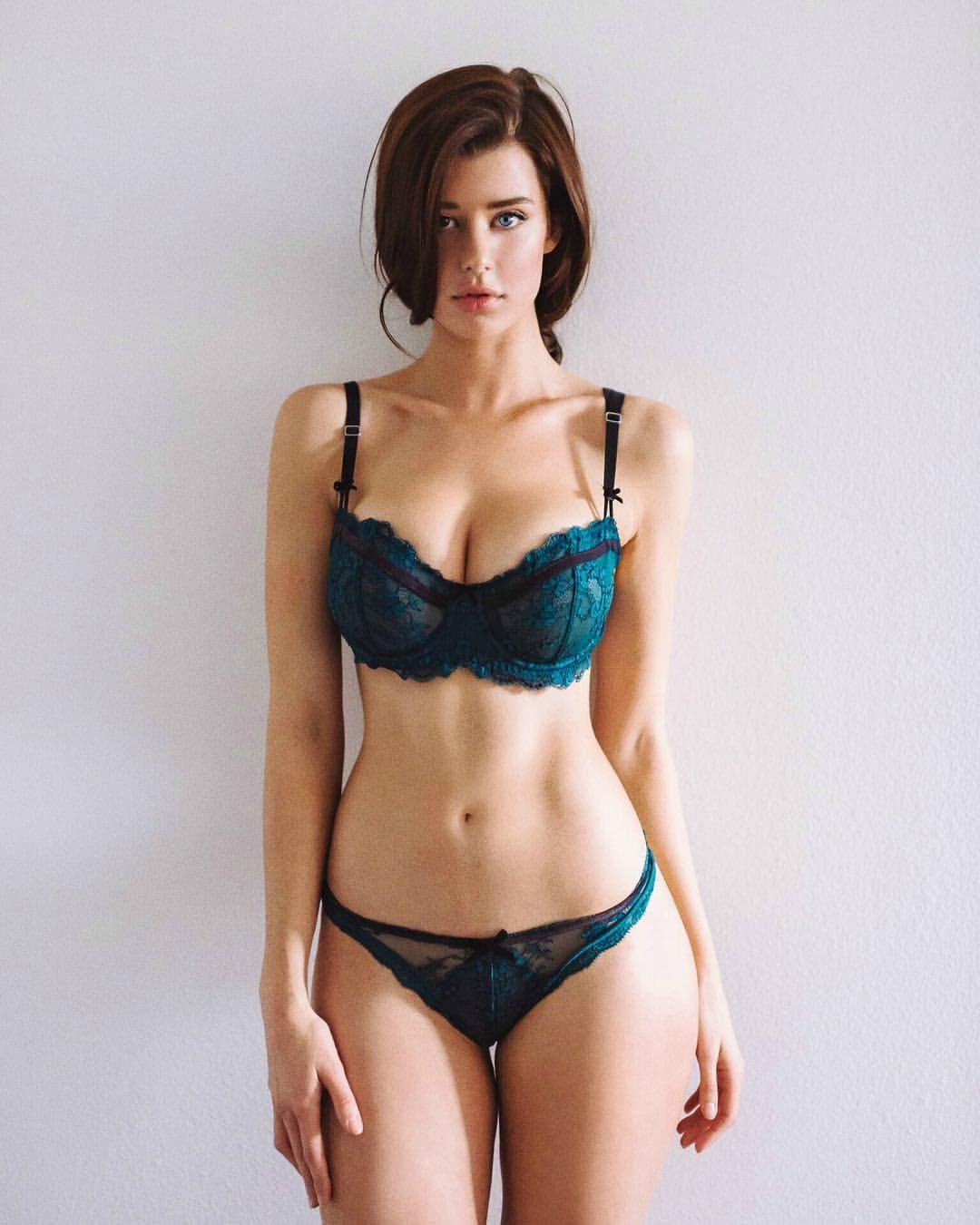 Sexy sarah mcdaniel 51 Sarah