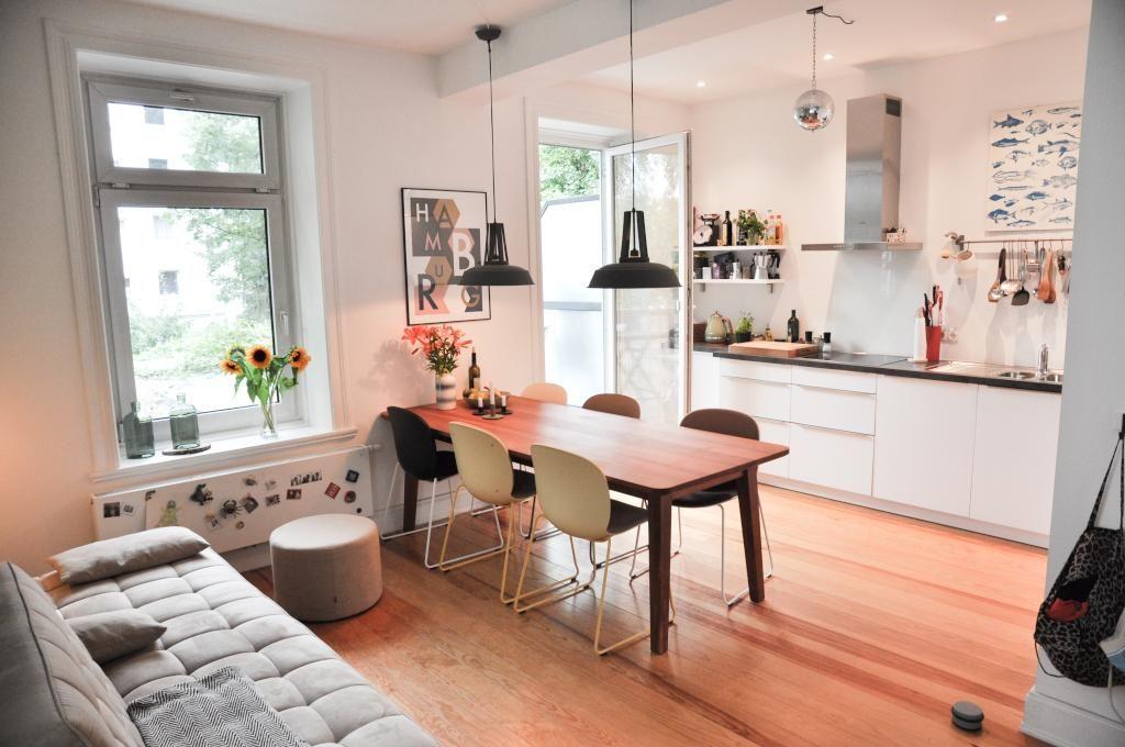 tolle k che mit essbereich balkonzugang holzboden und gem tlicher atmosph re einrichtung. Black Bedroom Furniture Sets. Home Design Ideas