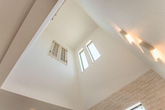 吹き抜けの室内窓はラフォレスタ 空間がつながるオープンウィン 注文