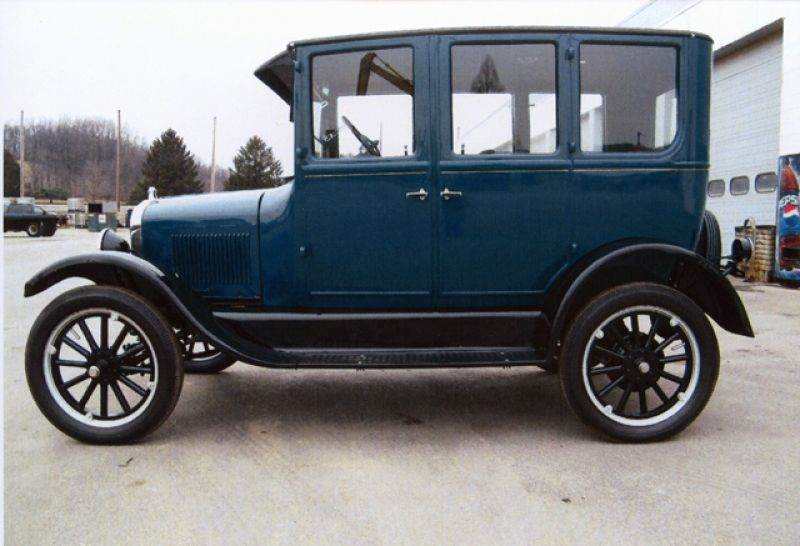 Ford Model T Sedan Pictures Photo 1 Ford Classic Cars Ford Models Vintage Cars
