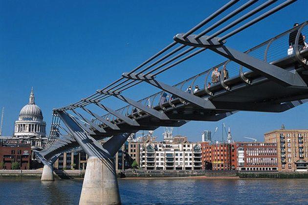 Uk Pictures Flickr The Millennium Bridge Is An Actual Though Quite Futuristic Suspension Bridge In London This Millennium Bridge London Attractions London