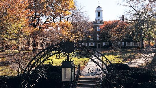 Gate To The Old Queen Part Of Campu At Rutger S University New Brunswick Piscataway In College Fun Essay