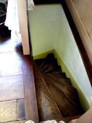 Best Spiral Stair To The Kitchen Rustic Design Interior 400 x 300