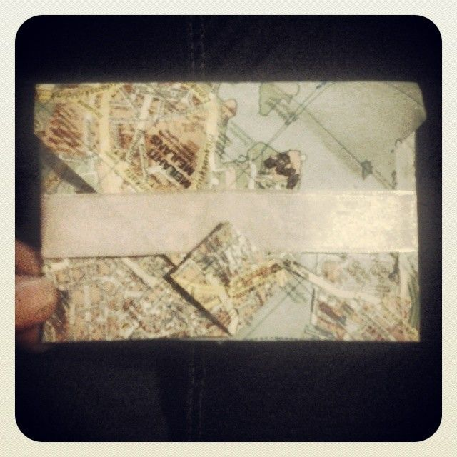 tried the origami envelope myself earlier and it turned out pretty nice, if i say so! (bad quality is bad :x)
