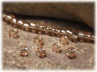 Matsuno pink/champagne silverlined 11/0  Pris SEK 12,00 (Frp)  Artikelnummer SL-39-11/0 Vikt: 10 gr. 10 gram seed beads 11/0 Beskrivning: Storlek: ca 2 mm. Hål: ca 0,6 mm. Ursprung: Japan. FRAKT: 25:- oavsett vikt.