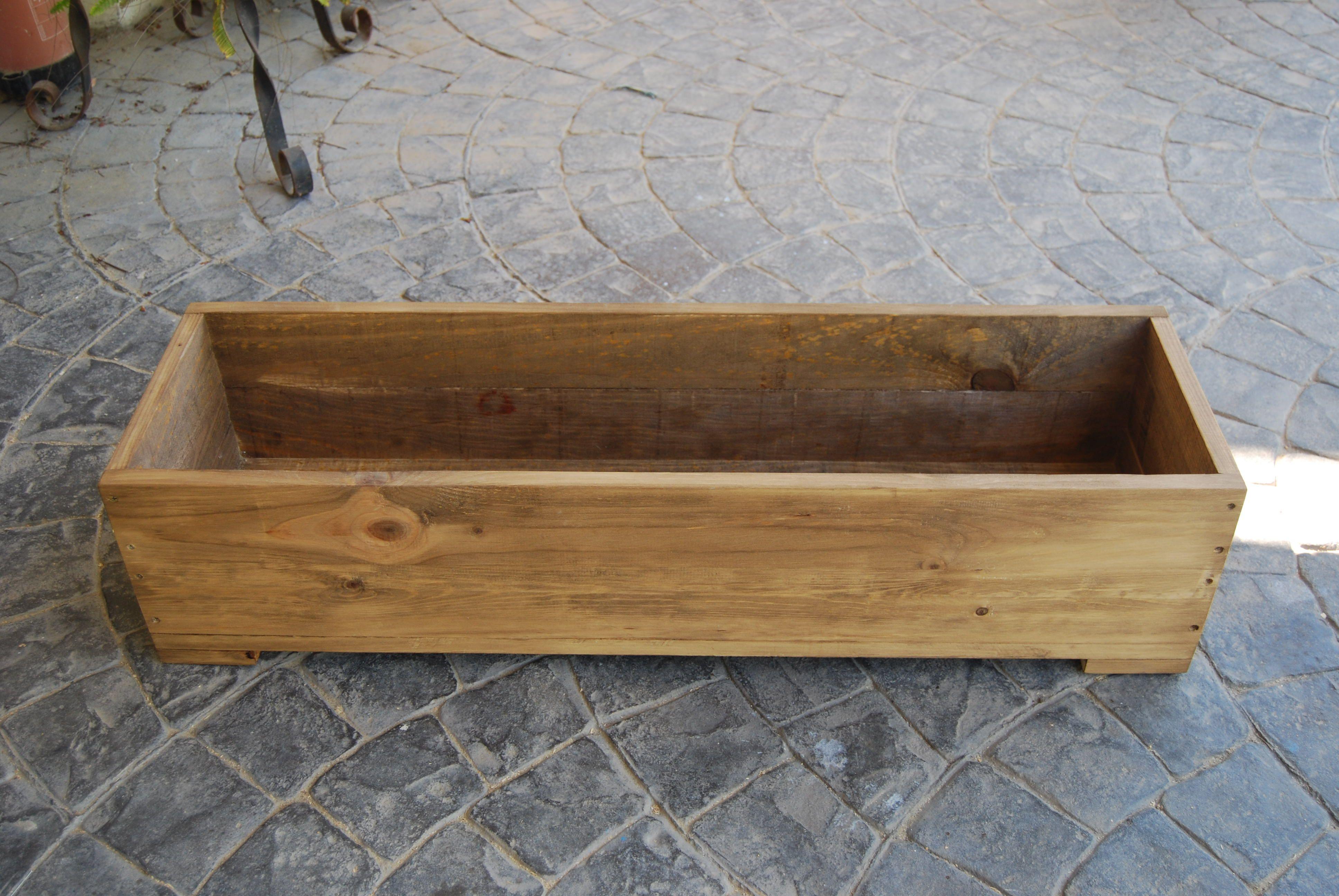 Maceta barnizada y pintada para tus plantas madera - Macetas madera exterior ...
