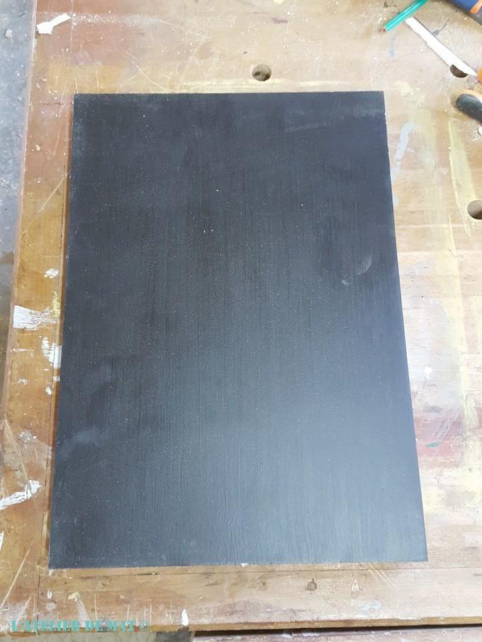 Une fenêtre convertie en étagère rétro | Vieilles fenêtres en bois, Peinture tableau noir et ...