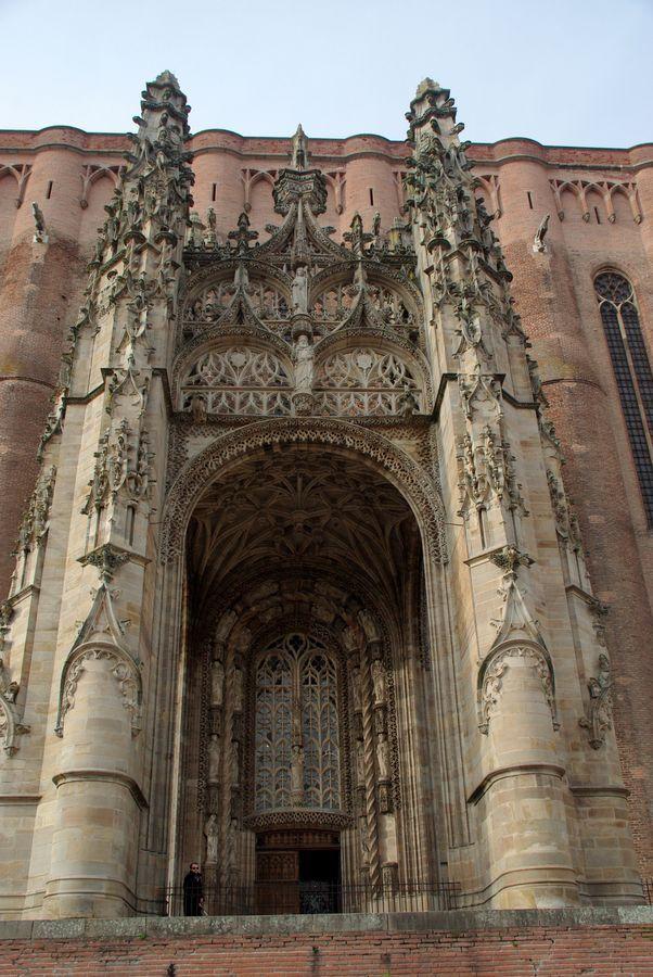 La cathédrale Sainte-Cécile : porche et baldaquin. Albi. Midi-Pyréées