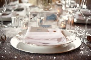 As we inch closer and closer to the holiday weekend it seems like the perfect time to cozy up with some cocoa (or champagne - hey it's the holidays!) and devour some gorgeous winter weddinginspiration. Well get ready for some deliciousness in