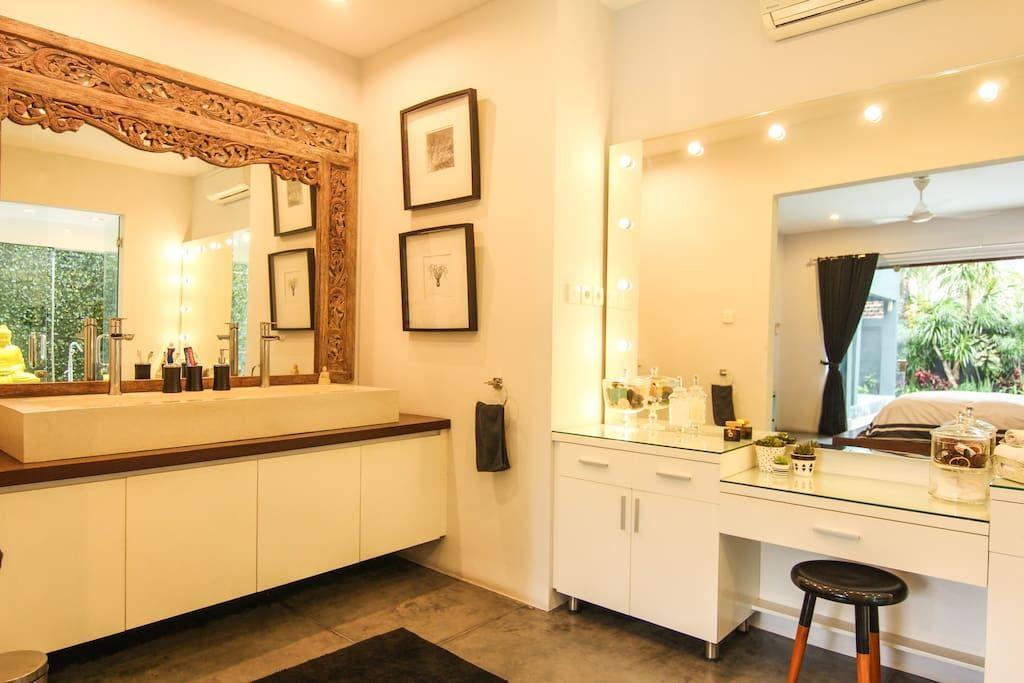 Villa Bellini Seminyak 5 Bed Luxury Pool Villa Houses For Rent In Seminyak Bali Indonesia Renting A House Luxury Pool King Sized Bedroom