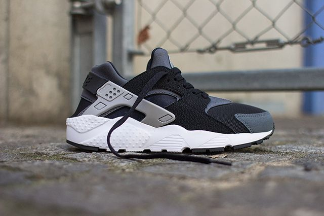 Nike Air Huarache Junior (Black/Wolf Grey) - Sneaker Freaker