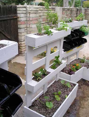 Palettes bois pour construire un jardin potager suspendu DIY
