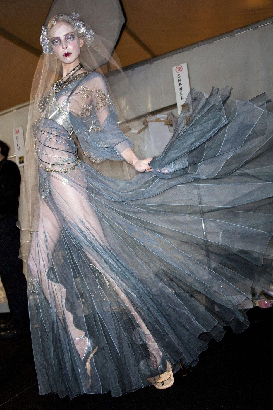 Novia diferente a todo lo visto de John Galliano - Fashion in Details