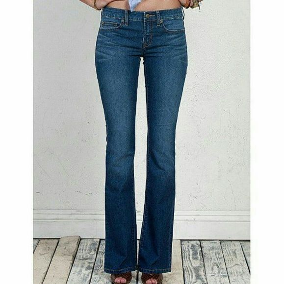 """Henry & Belle Size 30 Womens Lila Boot Cut Jeans Womens Lila Jeans $172 Orig Price Manufacturer: Henry & Belle Model: 131120 Size 30 Color: True Blue 57% Cotton, 33% Elastrelle-P Boot Cut 20"""" Leg Opening Zip Fly 5 Pockets Light Fading and Whiskering Approx. Hand Measured as (in Inches, Laying Flat) Waist: about 15.75 Inseam: about 34 Rise: about 8.25  Check out my closet!! I'm open to offers but PLEASE use the """"Offer"""" Button! !  Thank you! ! Henry & Belle Pants Boot Cut & Flare"""