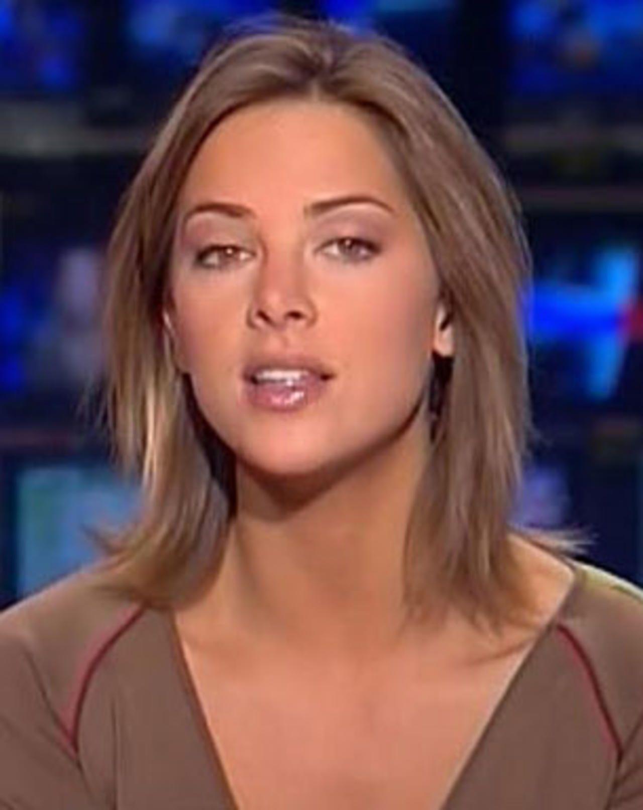 Tv S Sexiest News Anchors News Anchor Jessica Biel Newsreader