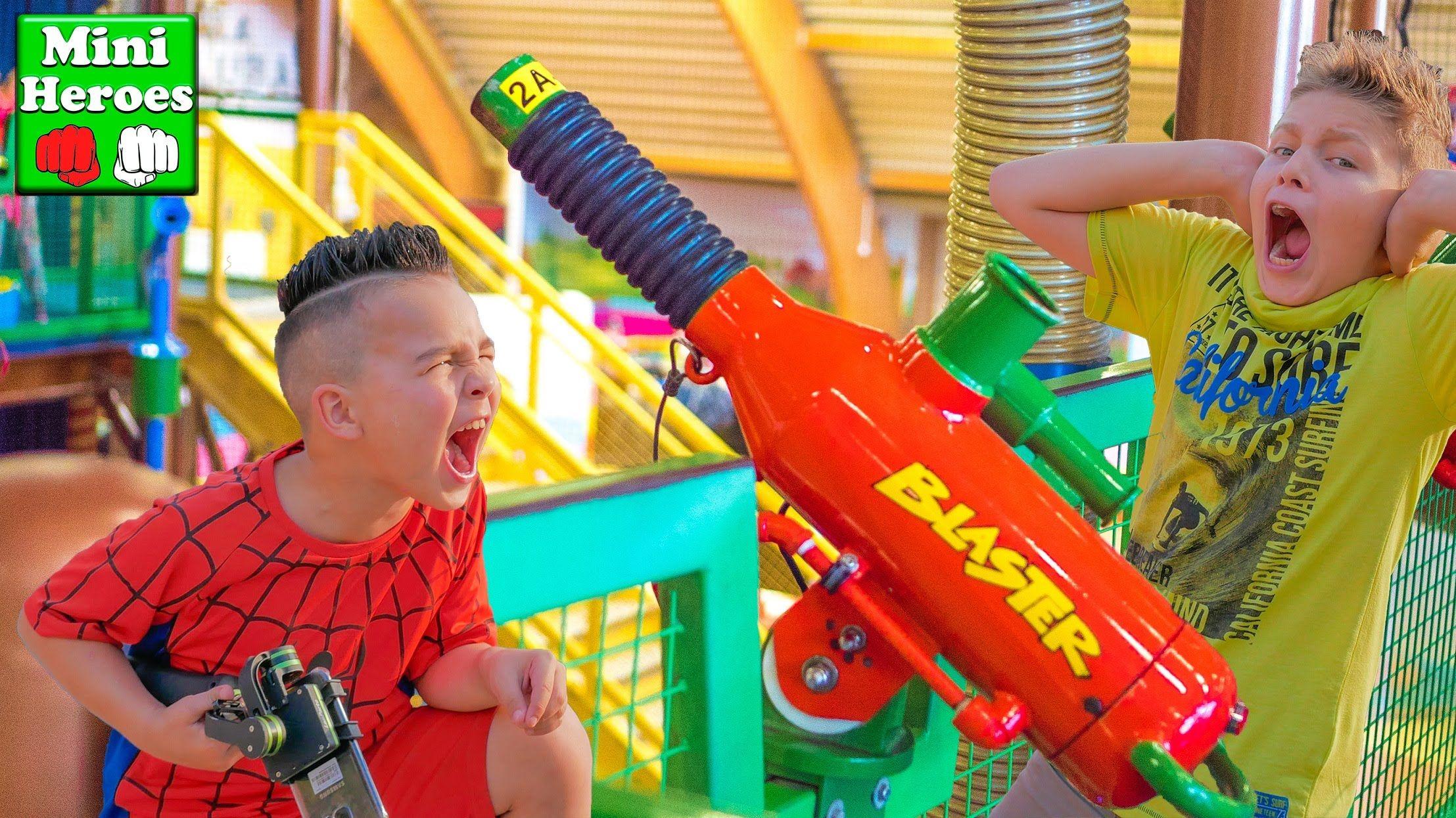 Человек Паук и Халк стреляют разноцветными шариками