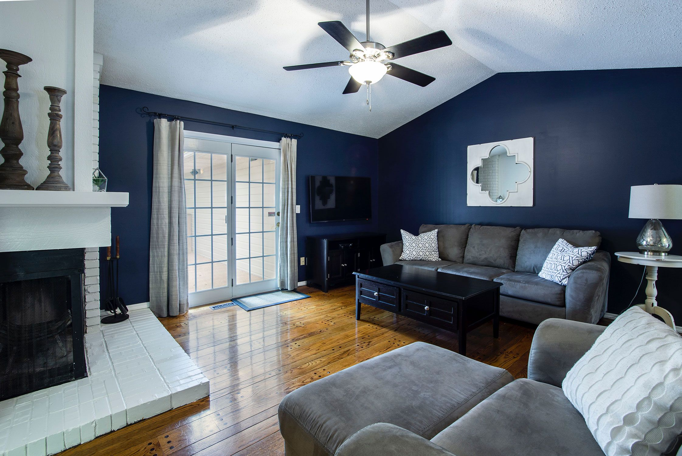 7 Living Rooms That Proved Dark Paint Colors Are The Best K