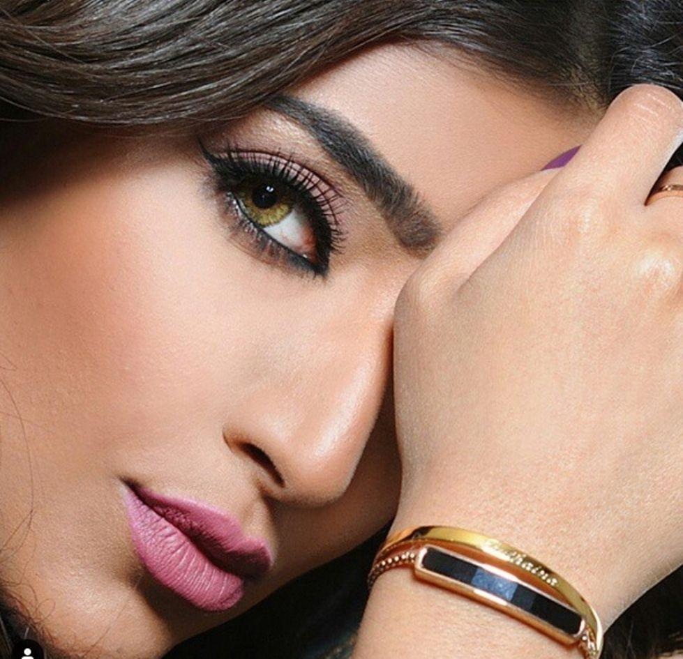 بثينة الرئيسى تعتذر للشعب الكويتى بسبب صورة صدام حسين Olivia Baker Jessica Jade