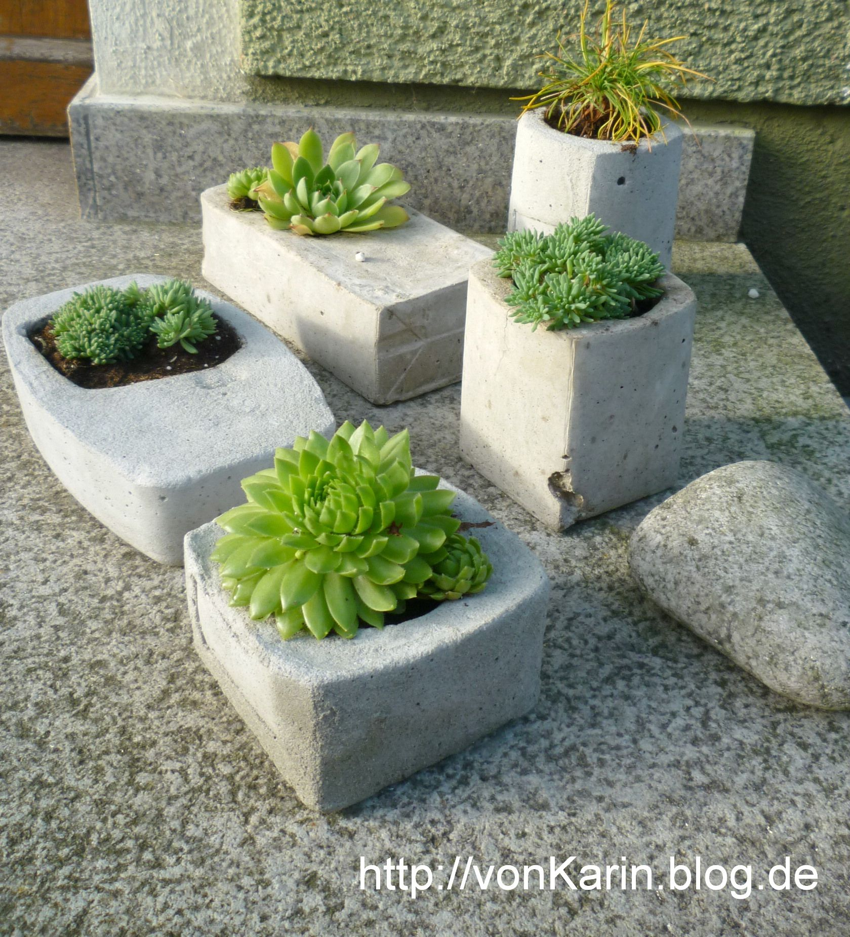 pflanzgef e aus beton selbstgemacht concrete planters diy beton stein concrete stone. Black Bedroom Furniture Sets. Home Design Ideas