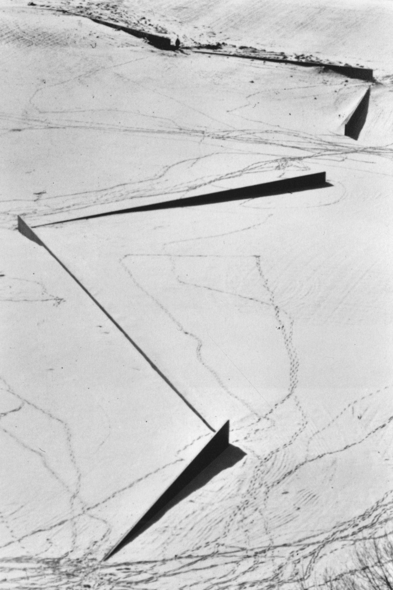 Richard Serra - Shift, 1972