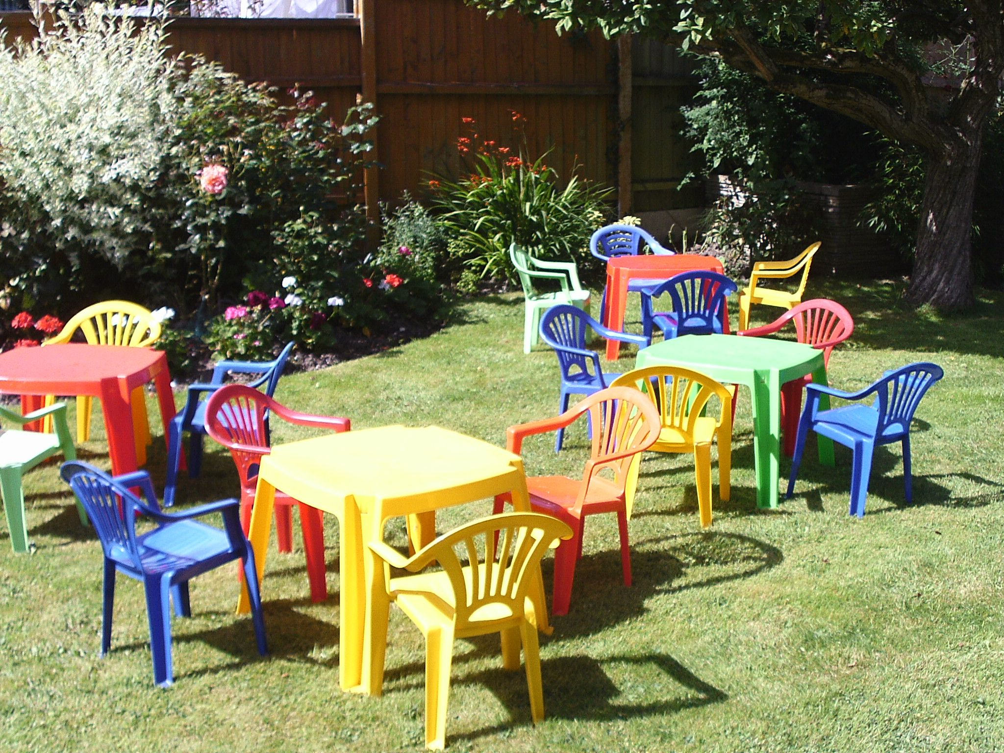 Childrens tables and chairs available for hire ideal for toddlers parties in the age range 2 4 years price per set of table and four chairs is £8