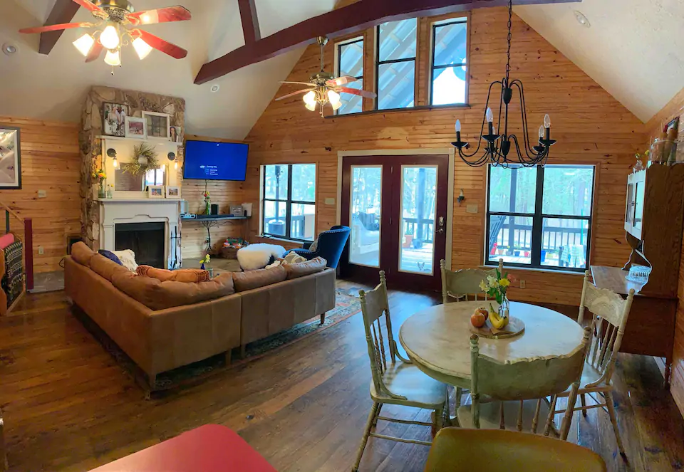 Allureing Lofted Lake House On Sam Rayburn Cabins For Rent In Zavalla Texas United States In 2020 House Lake House Cabin
