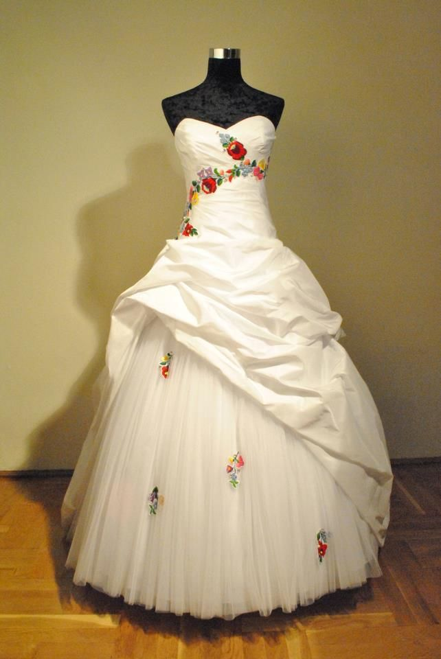 wedding dress with traditional Hungarian embroidery, Kalocsai motifs