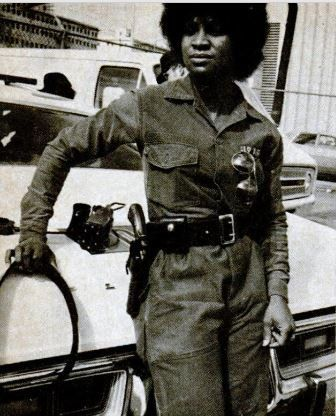 In 1976, Mary Hall was the 1st woman of any race on the SWAT team of the Atlanta PD. At the time, she was 22 years old & had a 2 year old son #BlackHistoryYouDidntLearnInSchool #BlackHistory #BlackHistoryEveryMonth #BlackExcellence #BlackHistoryEveryDay #BlackHistoryIsAmericanHistory #BlackHistoryRocks #todayinblackhistory #BlackHistoryIsEveryonesHistory #BlackFact #BlackHistoryIsEveryDay #BlackHistoryMatters #BlackFacts #BlackHistory365 #BlackHistoryAllYear #blackhistoryuntold