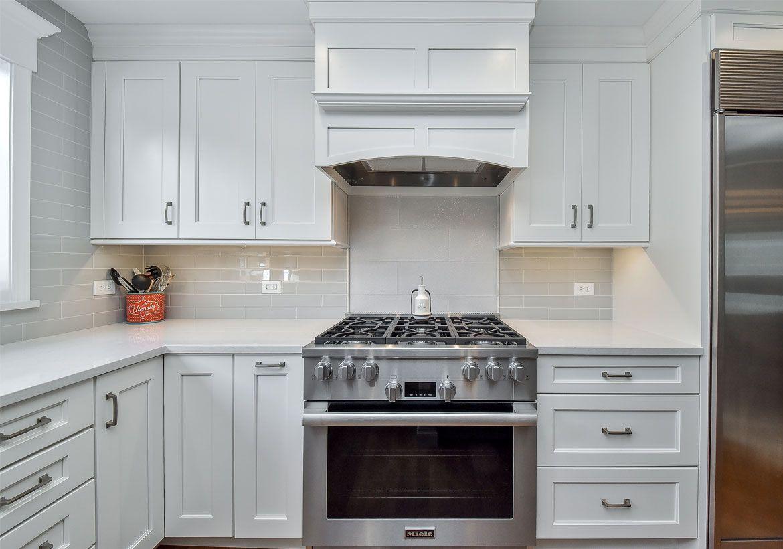 35 Fresh White Kitchen Cabinets Ideas To Brighten Your Space Kitchen Cabinet Design Kitchen Inspiration Design White Modern Kitchen