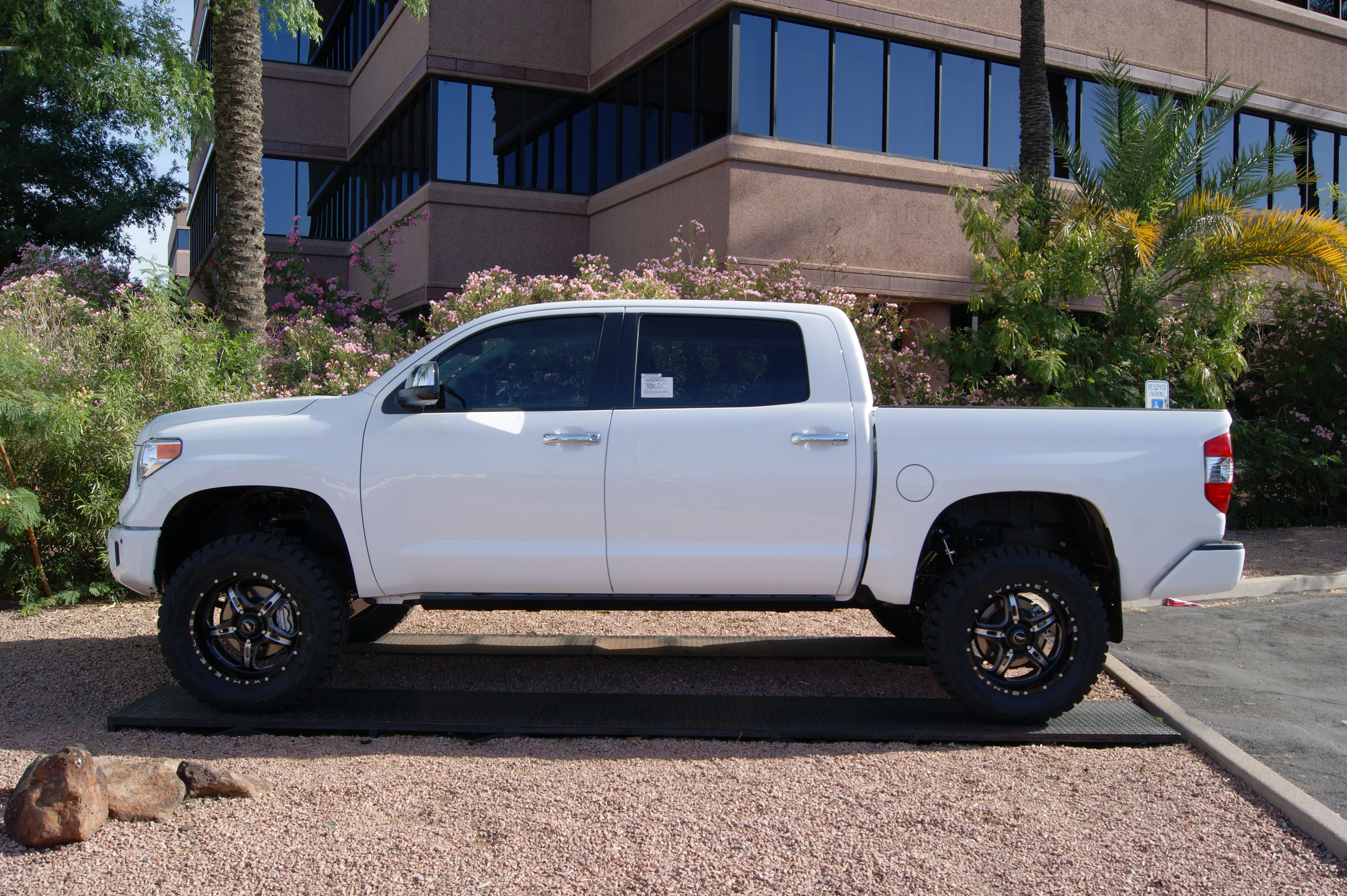 2015 Toyota Tundra White Rough Country Suspension 4 5