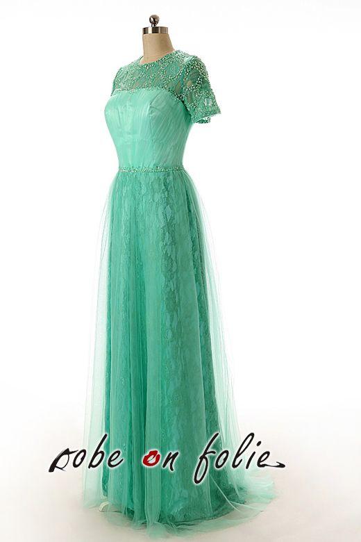 af5b945c2ac Robe de soirée longue vert menthe avec petites manches et le col orné de  perles.  côté