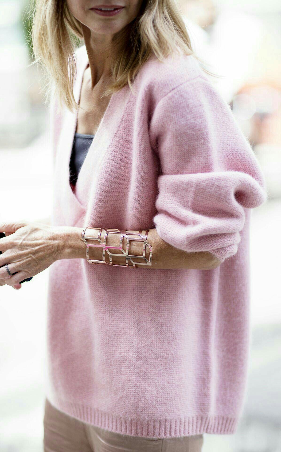 Wir lieben Strick und du? Finde einzigartige Styles im Strick Look und verliebe dich in die Details.  Style den Look nach.  #strick #wirliebenstrick #looks #mode #fashion #knitwear #pullover #pulli