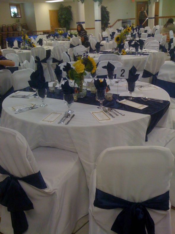 I Have 20 Ivory Round Table Cloths And 20 Satin Navy Table Runners For This  Look