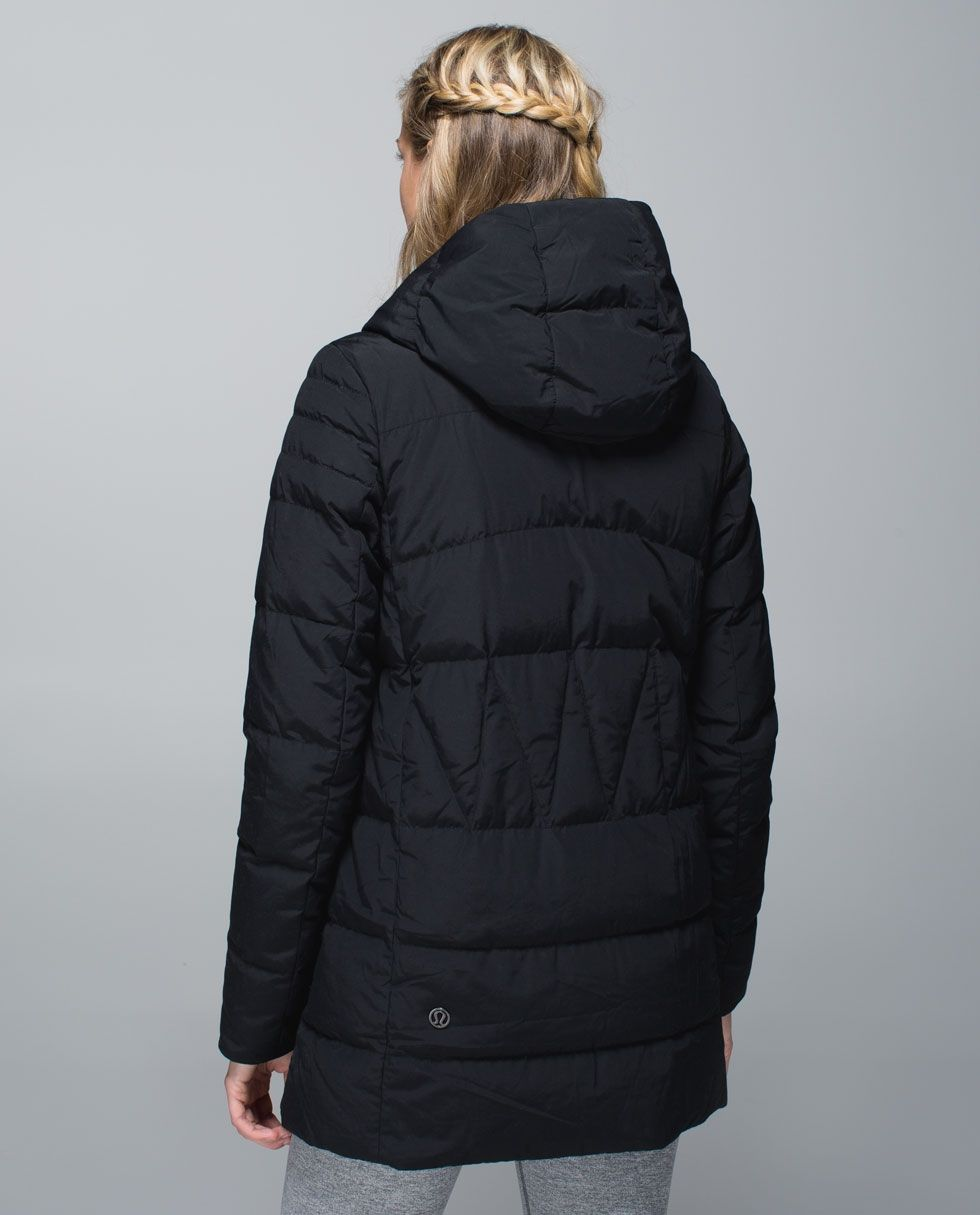 Puffy Blanket Jacket Women S Outerwear Lululemon Athletica Outerwear Women Jackets Blanket Jacket [ 1215 x 980 Pixel ]