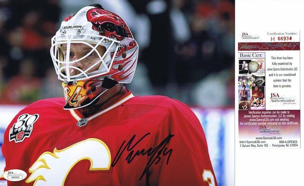 Vancouver Canucks Ryan Kesler Right Checks Los Angeles Kings Trevor Lewis Hockey Players Canucks Sports News