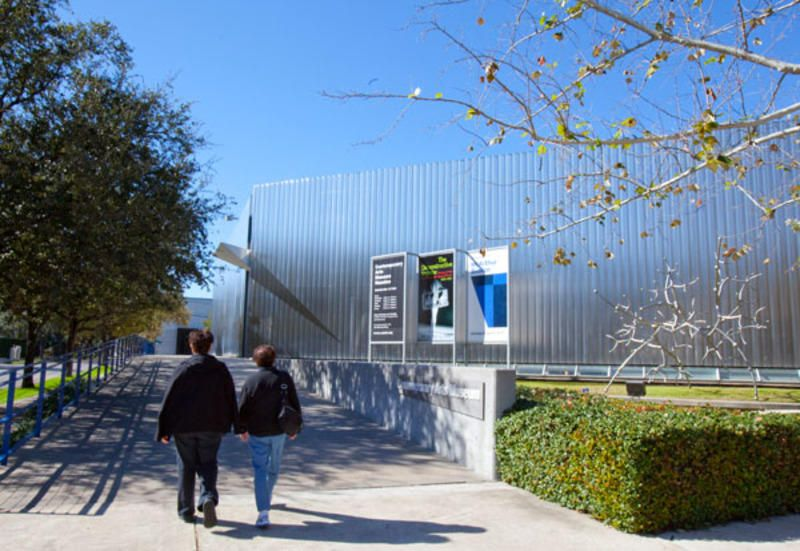 Explore The Contemporary Arts Museum Houston A Non Collecting Institution Dedicated To Presenting The Best And Art Museum Contemporary Art Houston Attractions