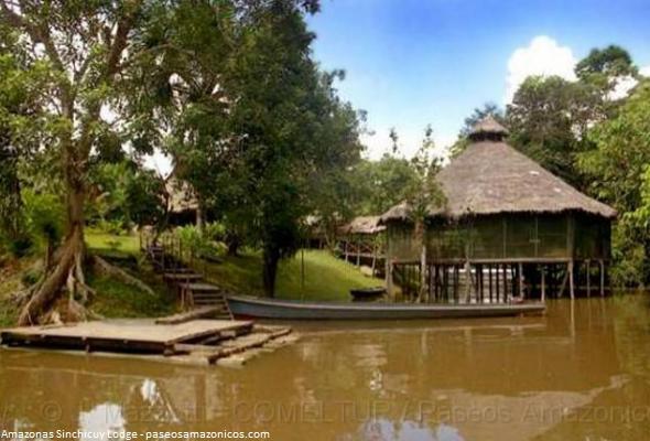 Visite el Amazonas Sinchicuy Lodge en la selva de Iquitos.  A orillas del río Amazonas y sobre un elevado terreno o restinga, se construyó un acogedor Eco Albergue que recibe a los visitantes que quieren disfrutar de la naturaleza de la selva de Iquitos. Se trata de Amazonas Sinchicuy Lodge donde se vive una experiencia alejada de la civilización.
