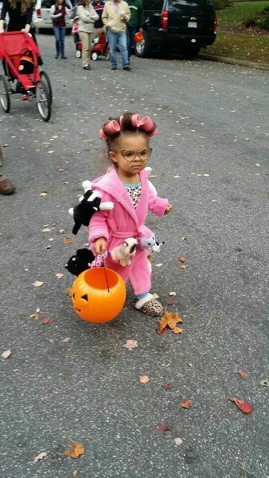 Crazy cat lady halloween costume. My 2 year old daughter Georgia pulled this off  sc 1 st  Pinterest & Crazy cat lady halloween costume. My 2 year old daughter Georgia ...