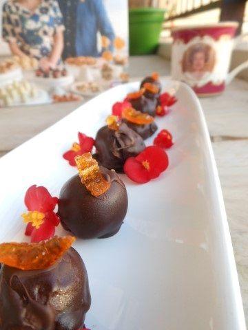 Dus toen ik in m´n nieuwe kookboek Sweets Made Simple aan het bladeren was, viel mijn oog gelijk op deze heerlijke mango truffels.