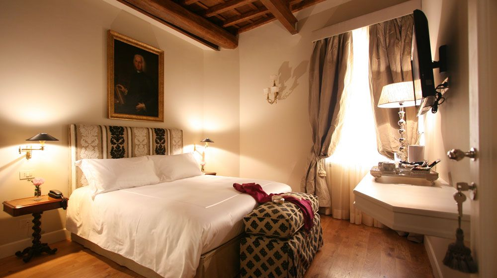 Hotel Crossing Condotti a Roma Italia   Splendia - http://pinterest.com/splendia/