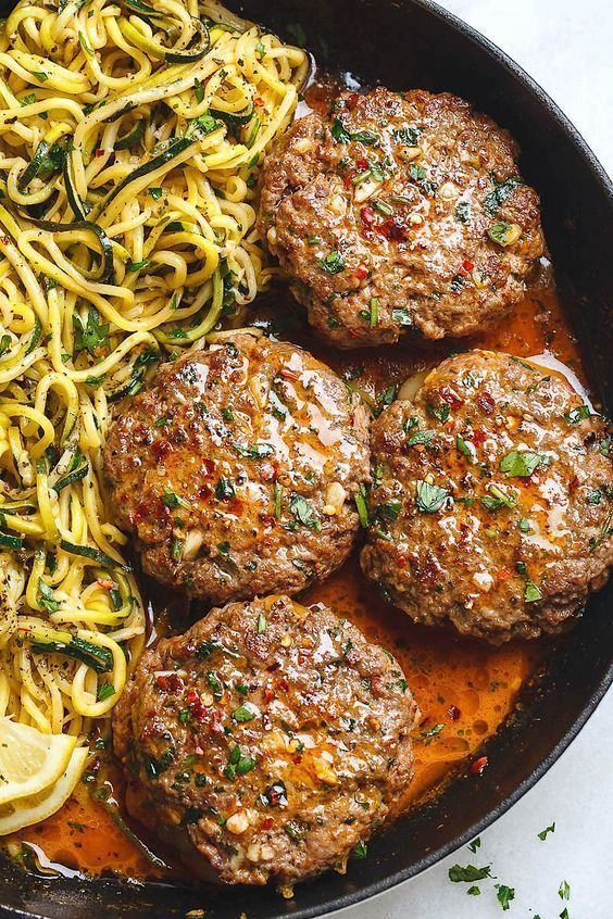 Cheese and garlic burger with lemon butter and zucchini noodles - Cheese-garlic burger with lemon