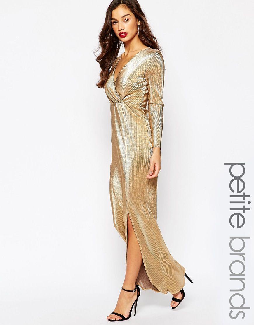 67dee322d9 Pregnant Chrissy Teigen shows off her burgeoning bump in a golden ...