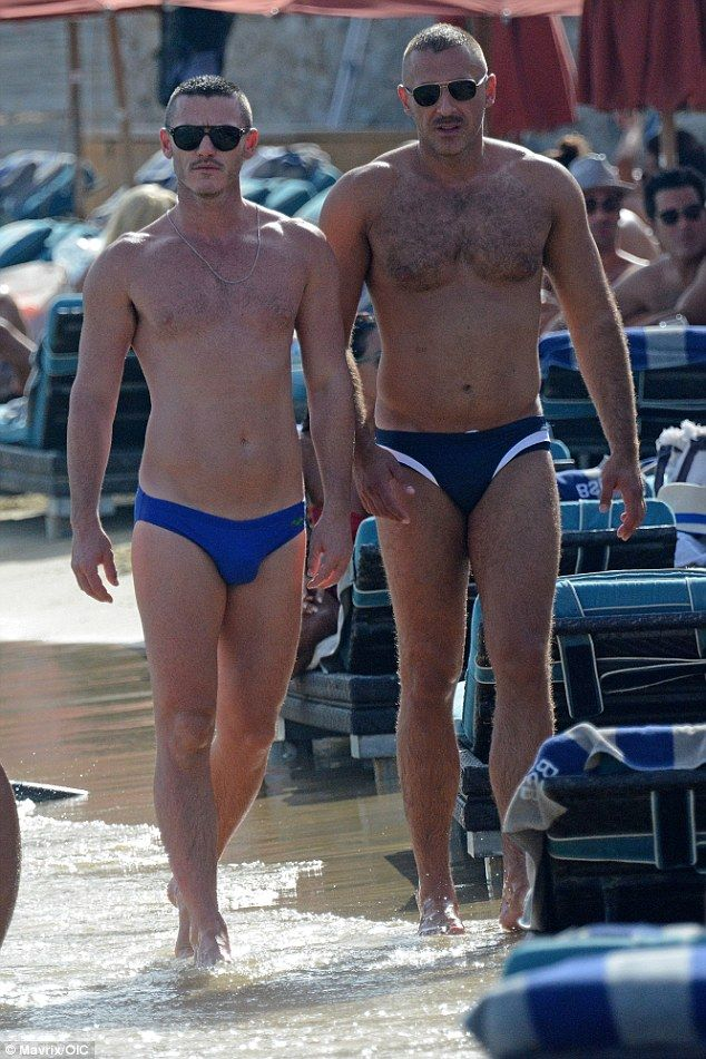 Shirtless Luke Evans shows off chiselled physique during ...