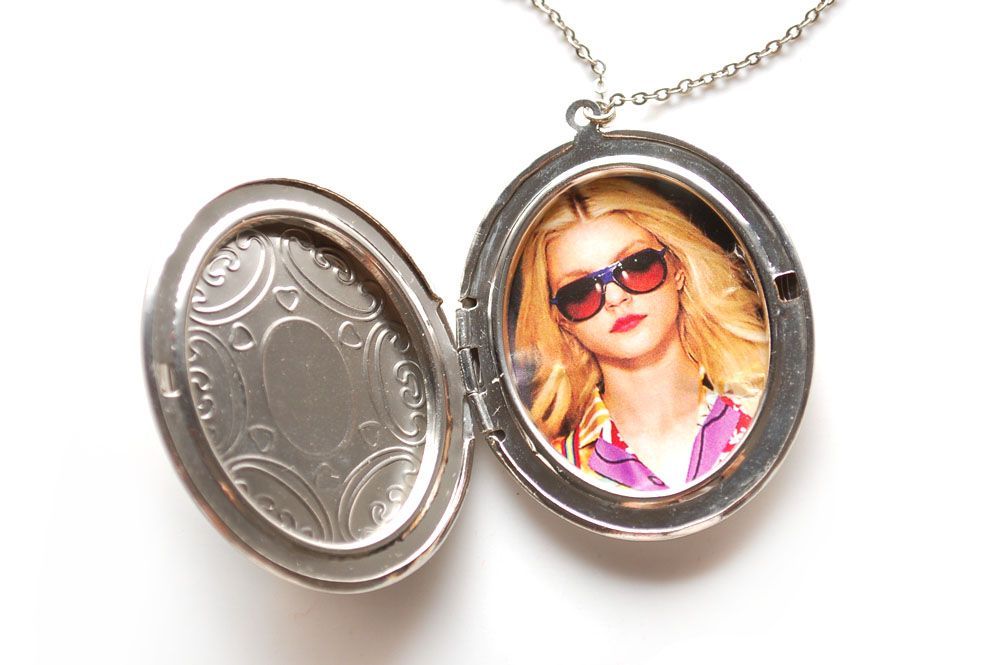 How To Put A Picture In A Locket Locket Creative Arts And Crafts Jewelry Crafts